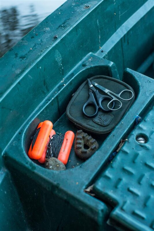 Het is handig om reservematerialen in de boot te leggen, zodat je niet terug hoeft naar de kant