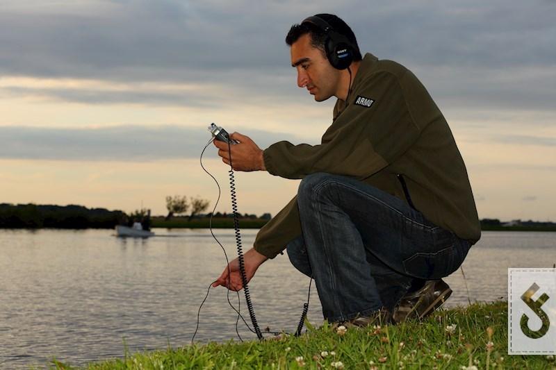 Daniel Jawadnya meet het geluid