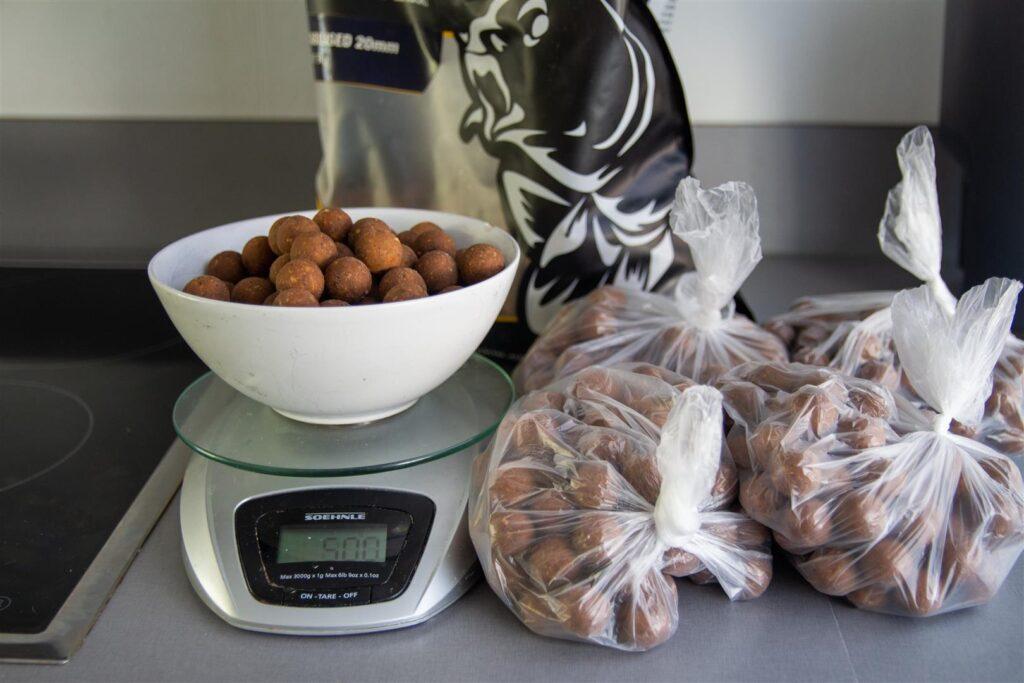 Een voerstek afbouwen met een aangepaste hoeveelheid voer
