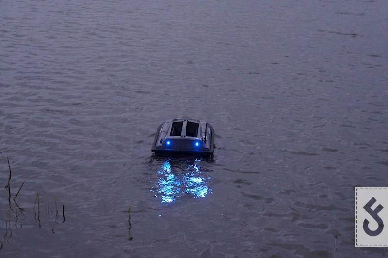 De Baitstar Pro-XL op het water