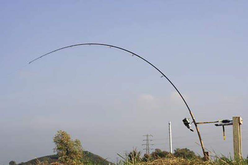 Hengel E, de 2 lb hengel van Herwin onder een armdruk van 7 kilo. Op de haak meten we dan 1 1/2 kilo.