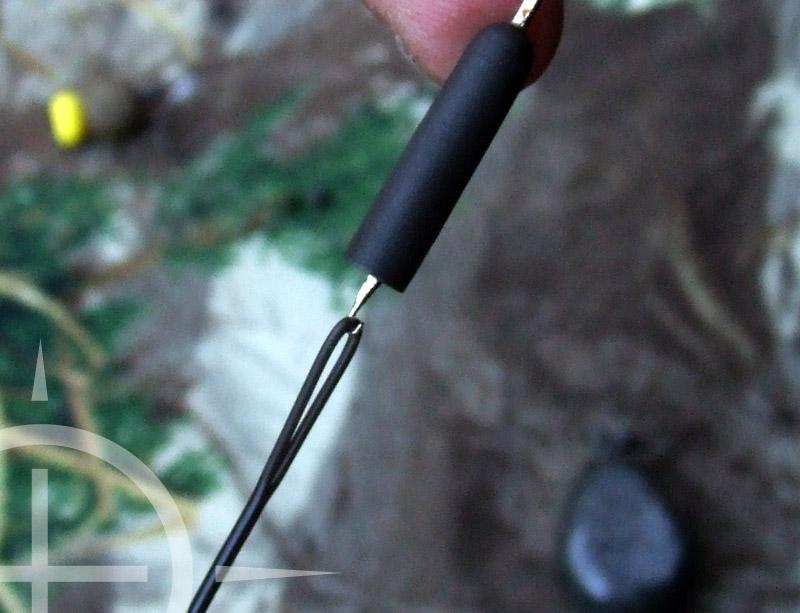 Aan de andere kant schuif je met een fleurnaald de Shok bead (4) over je leadcore