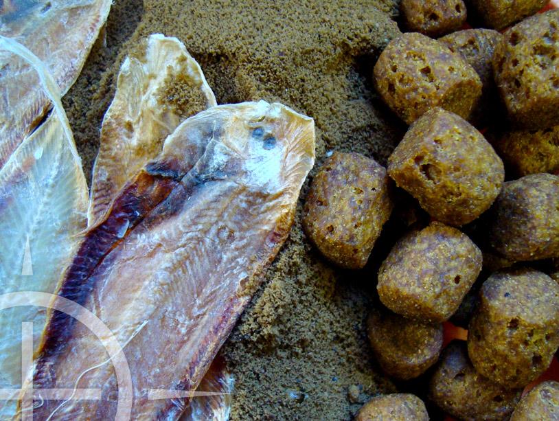 Van gedroogde vis tot vismeel en vismeelpellets. Houd de hoeveelheden laag!