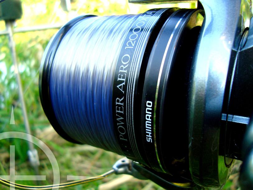 Shimano Technium Invisitic is een blauw/paarse lijn