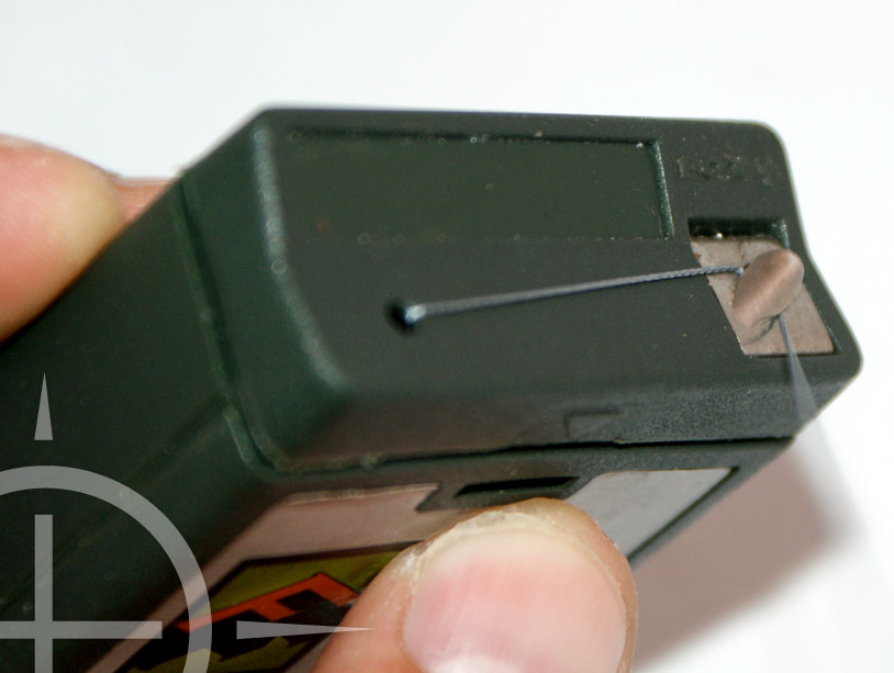 Pak ongeveer 30 cm van je favoriete onderlijn materiaal. Gebruik je coated braid, strip dan ongeveer 15 cm af.