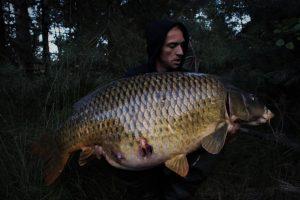 Ian Thiels met zijn derde vangst van de grote schub, dit keer op 33 kg