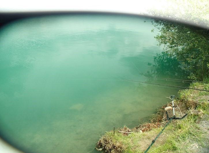Een goede zonnebril haalt de reflectie van het water