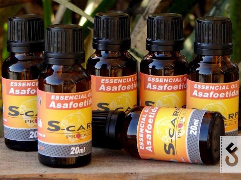 De Asafoetida Essential Oil van S-Carp Products (Bron foto: Carpmania.hu)