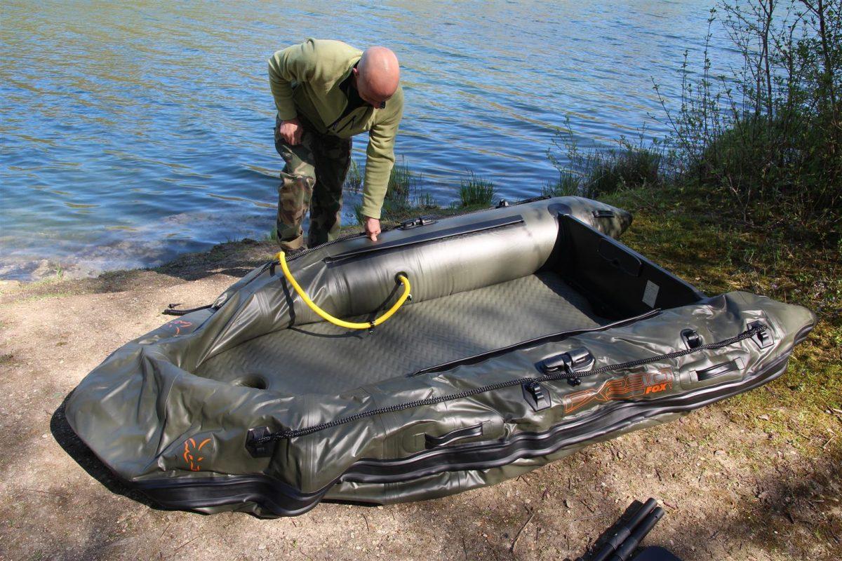 Pomp de rubberboot niet te hard op als het een warme of zonnige dag wordt